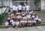 Táborníci 2011 vo vlastnoručne vyfarbených tričkách.